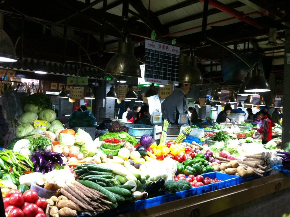 Bright colours, fresh, very fresh veggies.. you don't want to think about exploding watermelons.. should not happen here..