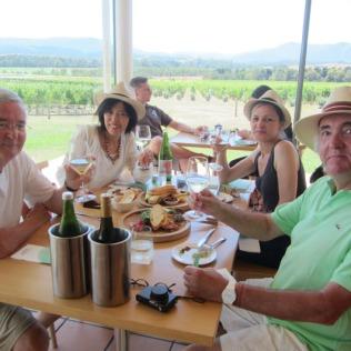 Déjeuner au domaine Chandon pour déguster leurs vins.. Takako a vite repéré les bons plans..:)