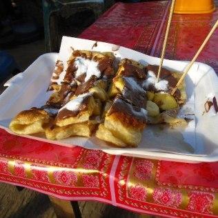 Nutella-Banana pancake, $0.50, Vang Vieng , Laos Trouver du nutella au Laos c'est comme entendre Madonna à Manaus.. Mondialisation...!!