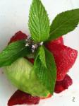 Smoothie waterproof fraises, menthe avocat fleurs de thym,  comme une fleur entre les gouttes http://wp.me/p389oa-l1