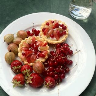 l'été en Suisse groseilles et crème meringuée verveine menthe http://wp.me/p389oa-rH
