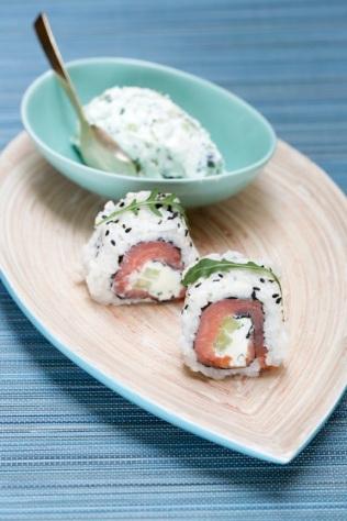 Californian roll saumon fumé, mascarpone, roquette, sésame http://wp.me/p389oa-C4