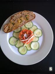 tartare de saumon à la bourrache, la mer en bouche http://wp.me/p389oa-Ay
