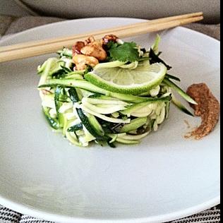 Salade fusion au beurre de cacahuètes piment citronnelle http://wp.me/p389oa-WI