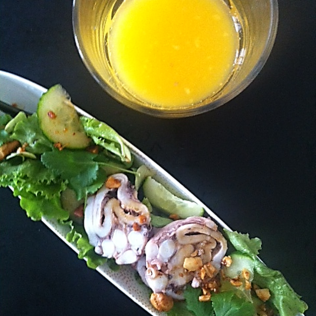 Salade de poulpe fusion citronnelle et cacahuètes grillées http://wp.me/p389oa-10r