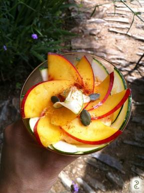 Tout cru dans la brousse: nectarines, courgettes, harissa et citron vert http://wp.me/p389oa-16m
