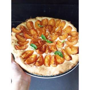 Tarte briochée à l'abricot, cardamome et mélisse http://wp.me/p389oa-1k4
